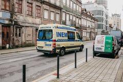 Portugal, Porto, am 5. Mai 2018: Ein Krankenwagen auf der Stadtstraße Nothilfe Ambulanzdienste 112 Lizenzfreie Stockfotografie