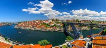 Portugal porto Panoramiczny widok śródmieście Porto, Portugalia z Dom Luis Przerzucam most nad Douro rzeką zdjęcie stock
