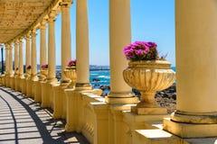 Portugal porto piękny denny widok w miasteczku Porto od kolumnady z kwiatami obrazy royalty free