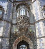 Portugal, Sintra Ziehen Sie sich Pena, Triton über dem Lanzettenbogen zurück Lizenzfreies Stockbild