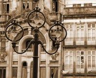 portugal Teil des Aufbaus der Brücke über dem Douro Fluss Alte Laterne Im Sepia getont Retro- Schweinestall Stockfoto
