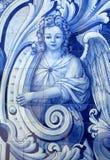 portugal Typiska tegelplattor för ` för blått- och vit`-azulejo som visar en ängel arkivfoton