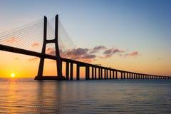 Portugal, Vasco Da Gama Bridge, Lisboa Salida del sol fotografía de archivo libre de regalías