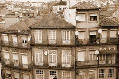 Portugalia bridżowy miasta budowy douro nad część Porto Portugal rzeką widok z lotu ptaka W sepiowy stonowanym styl retro Zdjęcia Stock