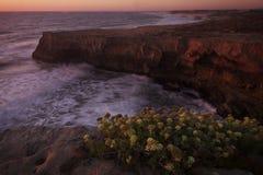 Portugalia: Linia brzegowa podczas półmroku Zdjęcia Stock