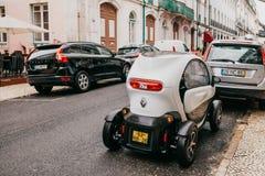 Portugalia, Lisbon, Lipiec 01, 2018: Renault ` s nowożytny ścisły konceptualny ekologiczny samochód parkuje na miasto ulicie Zdjęcie Stock