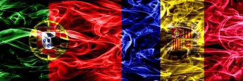Portugalia vs Andorra, Andorran dymu flaga umieszczająca strona strona - obok - Gęste barwione silky dymne flagi portugalczyk i A ilustracji