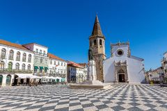 Portugalski kościół katolicki pod Pięknym niebieskim niebem fotografia royalty free