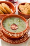 Portugalski zupny caldo verde w ceramicznym naczyniu Obrazy Royalty Free