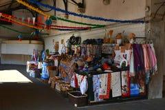 Portugalskie pamiątki dla sprzedaży przy sławnym Porto rynkiem Mercado robią Bolhao obraz stock