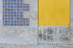Portugees tegelspatroon met blauwe en gele Muur Architectuur Royalty-vrije Stock Fotografie