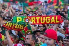 Portugese ventilators tijdens vertaling van de voetbalwedstrijd Portugal - def. van Frankrijk van het Europese kampioenschap 2016 Stock Foto's