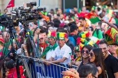 Portugese ventilators tijdens vertaling van de voetbalwedstrijd Portugal - def. van Frankrijk van het Europese kampioenschap 2016 Stock Fotografie