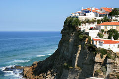 Portugese witte huizen van Azenhas do Mar Stock Fotografie