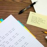 Portugiesisch; Lernen von neuen Sprachschreibens-Wörtern auf dem Notizbuch Lizenzfreie Stockfotos