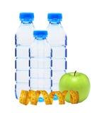 Portugiesische Galeeren mit Wasser, messendem Band und grünem Apfel lokalisiert Lizenzfreie Stockfotos