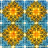 Portugiesische Muster-Fliesen, handgemachte glasig-glänzende bunte Fliese, Hintergründe, bunte Straßen-Kunst Portugals, Reise Eur lizenzfreie stockbilder