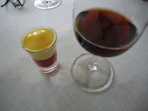 Portugiesischer Nachtisch und Portwein lizenzfreie stockfotos
