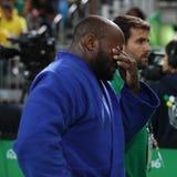Portugis Judoka Jorge Fonseca i blått med lagledaren efter förlust mot Lukas Krpalek av matchen för Tjeckienmän -100 kg Arkivbilder