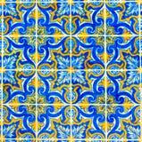 Portugisiska modelltegelplattor, handgjord glasad färgrik tegelplatta, bakgrunder, Portugal färgrik gatakonst, lopp Europa royaltyfri bild