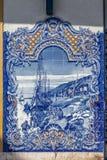 Portugués típico Azulejos o tejas azules con escenas rurales tradicionales foto de archivo