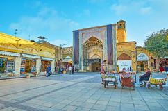 Portvakter i den Vakil basaren, Shiraz, Iran Royaltyfri Foto
