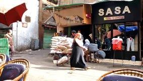 Portvakter i Khan El Khalili Bazaar, Kairo, Egypten arkivfilmer