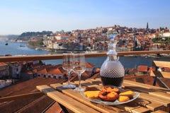 Portwein mit einer Ansicht Stockfotografie