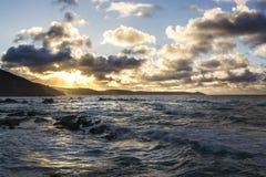 Portwrinkle ad alba con il cielo nuvoloso Immagini Stock
