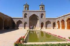 Portyk i podwórze Nasir-ol-molk meczet, Shiraz, Iran zdjęcia stock