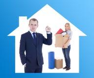 Poruszający dnia pojęcie - biznesmena agent nieruchomości daje kluczowi Obraz Royalty Free