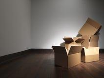 Poruszający domowi pudełka opróżniają pokój - Akcyjny wizerunek obraz stock