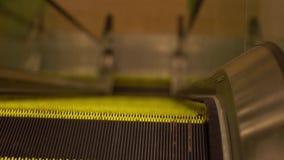 Poruszający eskalator Up, Mecanic, Elektryczny, schodek i eskalatory w Jawnym terenie HD materiał filmowy 1080, Wolny Mo zbiory