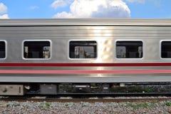 Poruszający pociąg na linii kolejowej Obraz Stock