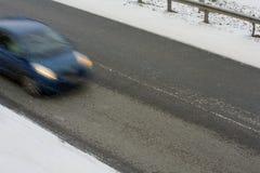 Poruszający samochód na czarnym lodzie Zdjęcie Stock