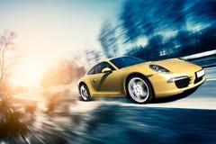 Poruszający sportowy samochód Obraz Royalty Free
