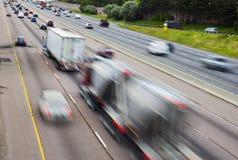 poruszający ruch drogowy Fotografia Royalty Free