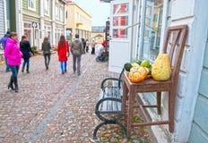Porvoo finland Folk i den gamla staden Royaltyfri Fotografi