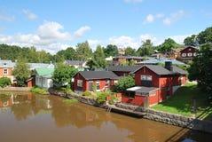 Porvoo, Finlande. Maisons en bois près de l'eau Images libres de droits