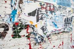 Porysowana reklama na ulicy ścianie jako tło Obrazy Stock
