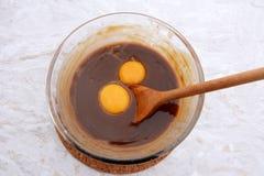 Porywający jajeczni yolks w pecan kulebiaka plombowanie Fotografia Royalty Free