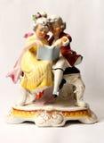 Porzellanfigürchenjunge und -mädchen lasen von Grafenthal Lizenzfreie Stockfotografie