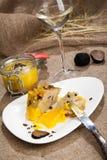 Porzione di carne dell'oca su un piatto Fotografia Stock