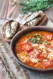 Porzione di minestra verde del pomodoro della lenticchia con i pani tostati Fotografia Stock