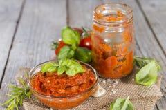 Porzione di salsa al pomodoro Immagini Stock Libere da Diritti