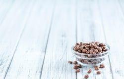 Porzione di uva passa del cioccolato Immagine Stock