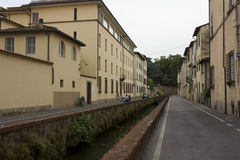 Porzuca drogę w Lucca mieście w Tuscany, Włochy Zdjęcie Stock