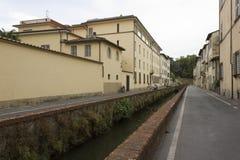 Porzuca drogę w Lucca mieście w Tuscany, Włochy Zdjęcie Royalty Free