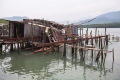 Porzucający w wiosce rybackiej na Ko Chang wyspie, Tajlandia Natura zdjęcia stock