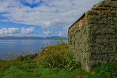 Porzucona crofters chałupa w Orkney, Szkocja fotografia stock